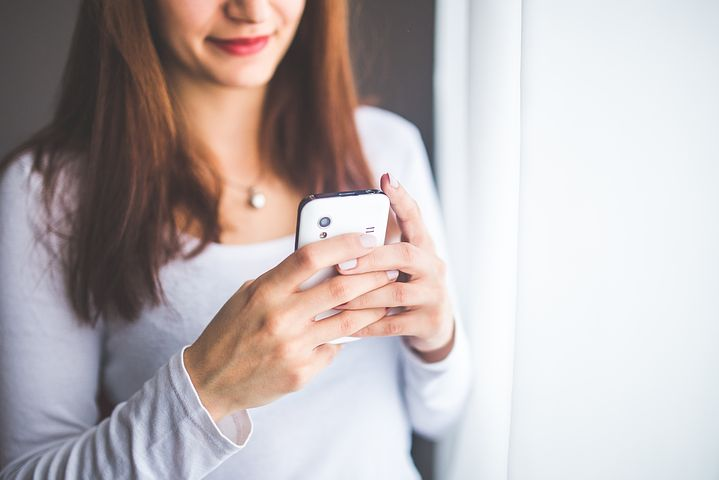 woman using her smart phone